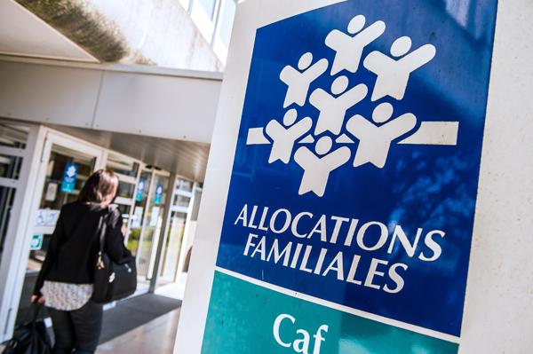 CAF de Metz : une lanceuse d'alerte militante CGT menacée de blâme pour… « affichage sauvage » sur son bureau