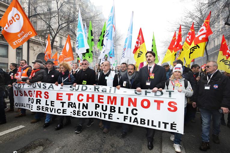 Les cheminots ont commencé une grève prévue pour durer 3 mois, 2 jours sur 5. C'est un format inédit.