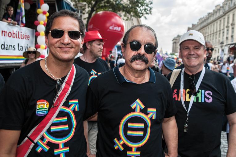 Première historique, Philipe Martinez, revêtu du maillot du collectif confédéral de lutte contre l'homophobie et la transphobie, était présent dans le cortège sur le char de la CGT. C'est la première fois qu'un secrétaire général est présent lors de cette manifestation © Pierrick Villette