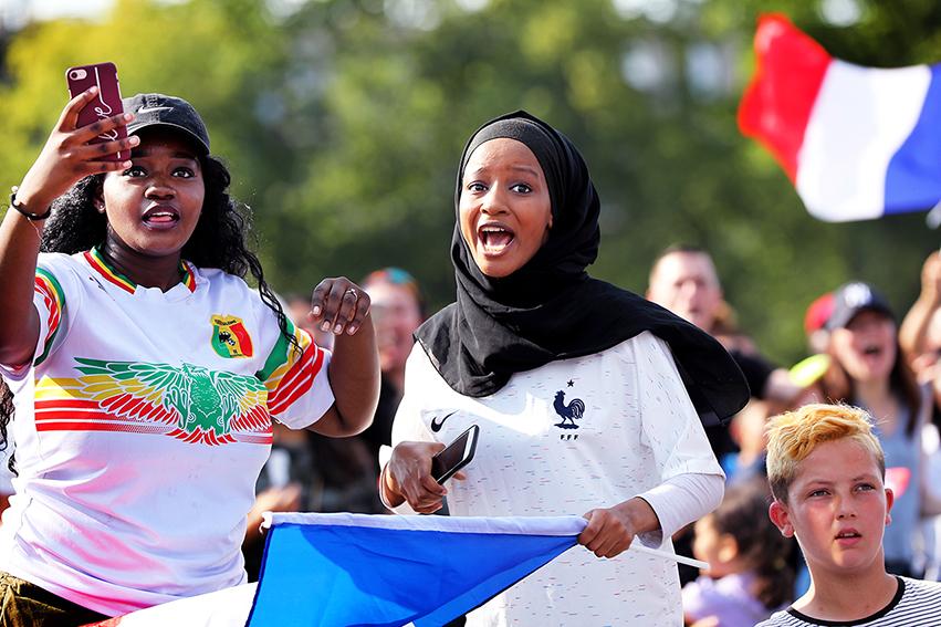 À l'image de la France et des villes et des quartiers de la banlieue parisienne et de cette Seine-Saint-Denis jeune et populaire, toutes les générations étaient ensemble pour suivre le match.