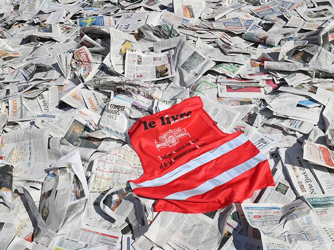« Au delà de la question de l'emploi, c'est la question des libertés démocratiques qui est au cœur du problème. Avec ce système, seuls ceux qui ont beaucoup d'argent pourront diffuser des journaux, et donc s'exprimer. Il s'agit d'une menace sur le pluralisme, condition de la démocratie », poursuit la journaliste.