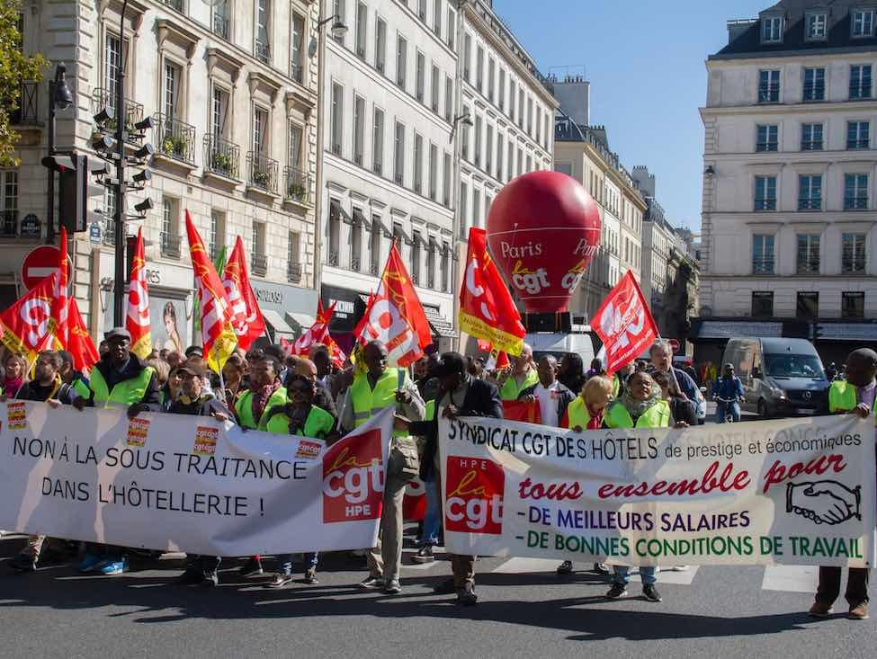 À l'appel de la CGT, les salariés des hôtels parisiens descendent dans la rue