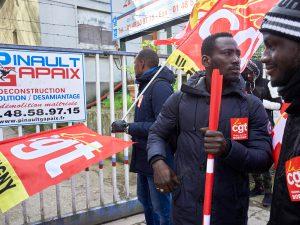 Exploités dans le désamiantage, 15 travailleurs sans-papiers demandent justice et réparation