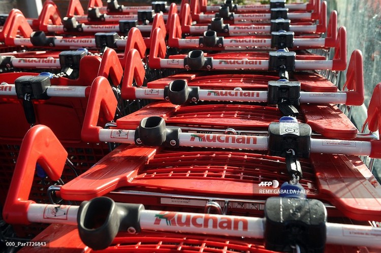 Auchan verse 313 millions à ses actionnaires et liquide 21 sites