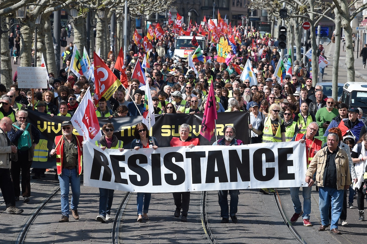 Manifestants du cortège strasbourgeois du 1er mai.Le calme dans lequel les cortèges ont défilé dans toutes les villes de province tranche nettement avec la façon dont les blacks blocs, les gilets jaunes et les techniques de maintien de l'ordre de la police ont empêché un 1er-mai revendicatif pour les travailleurs.Patrick Herzog/AFP