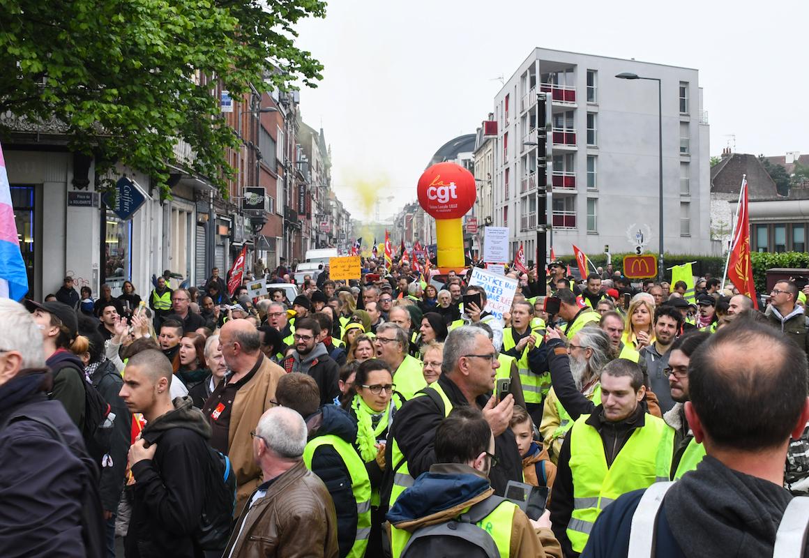 À Lille, Gilets jaunes et syndiqués ont défilé dans la ville, sans heurts et avec un cortège important.Le défilé s'est déroulé dans une ambiance propice à l'organisation d'une marche revendicative et ouverte.Denis Charlet/ AFP
