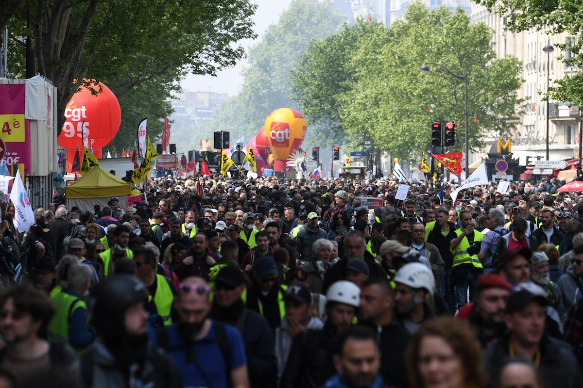 À Paris, présents dès la fin de matinée, des blacks blocs et des gilets jaunes positionnés en tête du cortège syndical et les forces de l'ordre nassant le tout ont mis en place tous les critères empêchant de faire du 1er-mai une mobilisation ouverte et large.La répression violente et inouïe, y compris du cortège syndical pris pour à partie par les blacks blocs et ciblé par les forces de l'ordre ont dénaturé cette journée revendicative.Alain Jocard / AFP