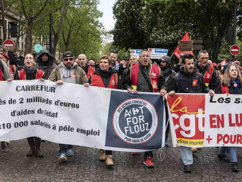 Les Carrefour Market font grève à Versailles contre leurs conditions de travail