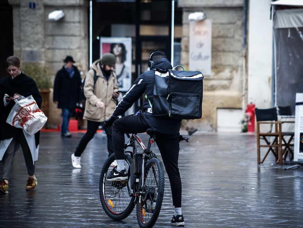 Le mouvement des coursiers à vélo s'étend et se structure